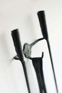 A Ferro E Fuoco - stěnový závěs pro kované krbové nářadí