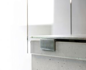 Conmoto Muro, malé - detail uchycení skla