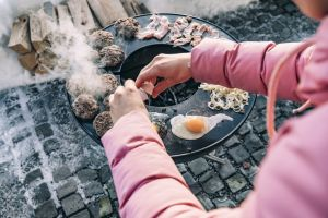 ohniště zahradní s grilem Höfats Bowl na trojnožce