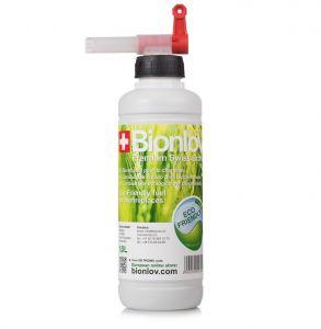Nálevka s kohoutkem pro snadné doplňování bioethanolu na láhni