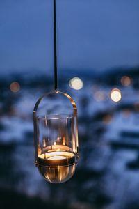 Höfats Gravity Candle M90 - gravitační kovový svícen na čajovou svíčku