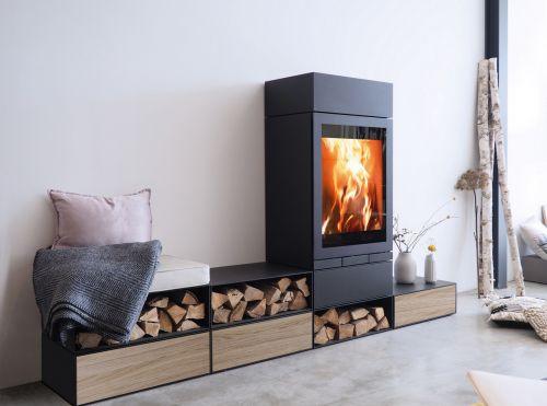 Designová krbová kamna Skantherm Elements 603 Front s dubovými čílky zásuvek TipOn